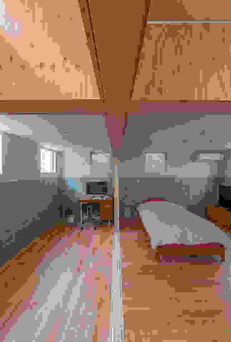 Modern Bedroom by 水石浩太建築設計室/ MIZUISHI Architect Atelier Modern