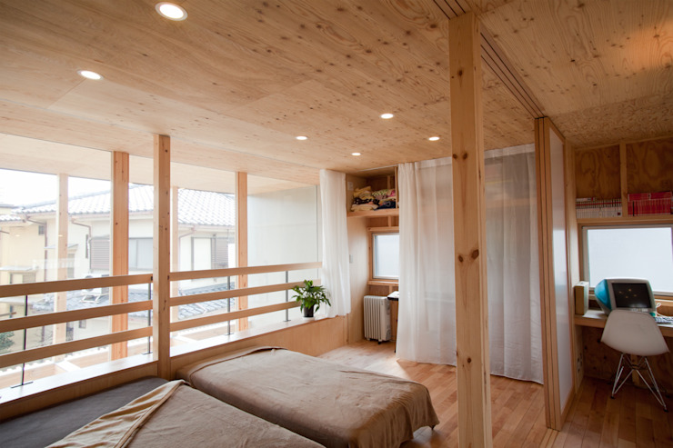 Спальня в стиле модерн от 水石浩太建築設計室/ MIZUISHI Architect Atelier Модерн