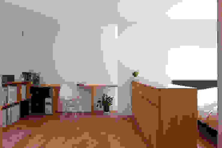 Projekty,  Domowe biuro i gabinet zaprojektowane przez 水石浩太建築設計室/ MIZUISHI Architect Atelier, Nowoczesny