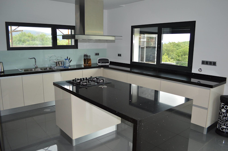 Cozinha com ilha Cozinhas modernas por Ansidecor Moderno Derivados de madeira Transparente