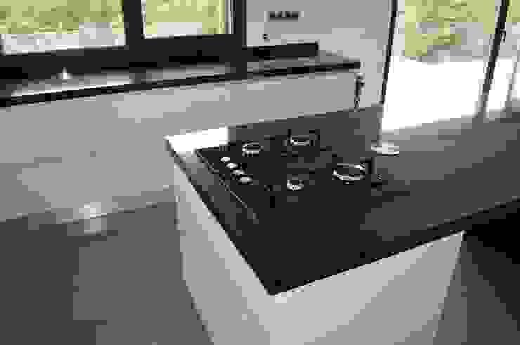 Ilha com placa a gas Cozinhas modernas por Ansidecor Moderno Derivados de madeira Transparente