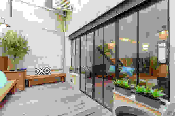 Terras door FORT & SALIER, Modern