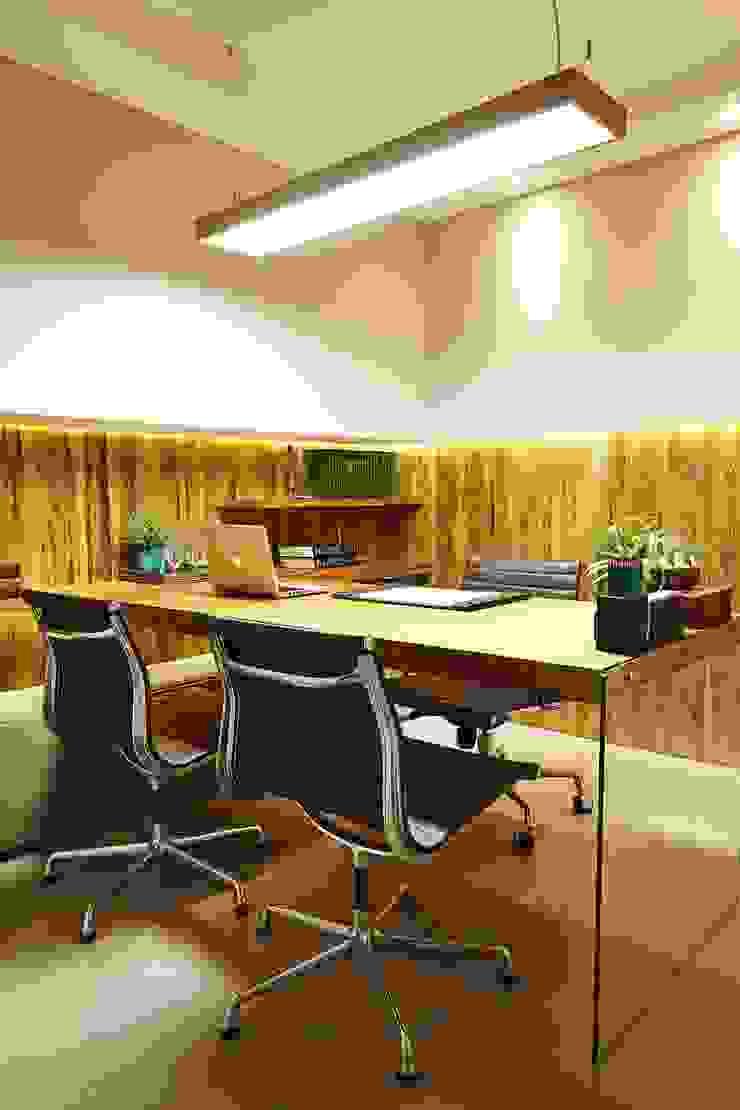 CONSULTÓRIO 21M² Clínicas modernas por Elisa Vasconcelos Arquitetura Interiores Moderno
