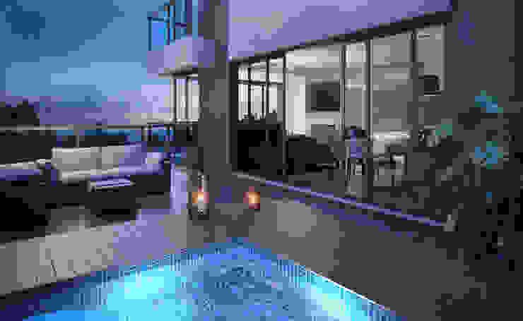 Terraço com piscina Piscinas modernas por André Petracco Arquitetura Moderno