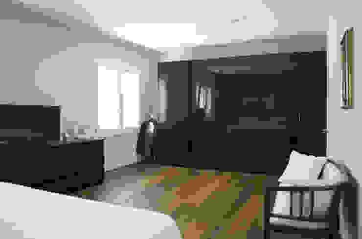 VV_LAD Camera da letto moderna di LAD studio Moderno