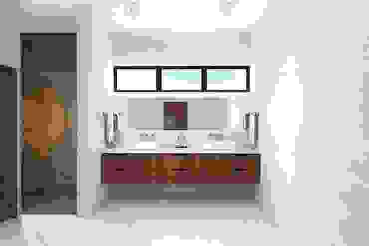 Baño Constructora e Inmobiliaria Catarsis Baños de estilo minimalista Mármol Blanco