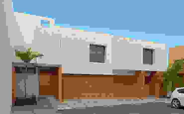 Fachada Principal Casas minimalistas de Constructora e Inmobiliaria Catarsis Minimalista Ladrillos