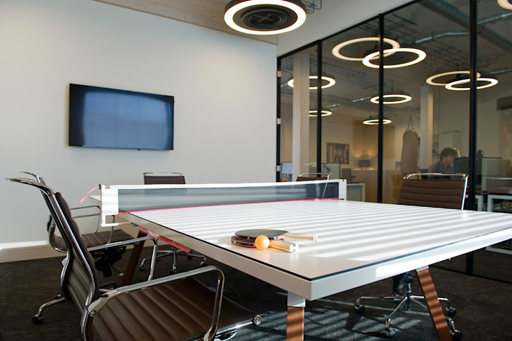 Waterline Capital Moderne kantoor- & winkelruimten van All-In Living Modern