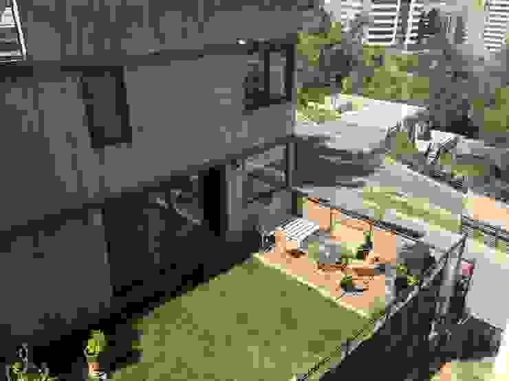 Pequeño jardín con terraza mirador Jardines de estilo minimalista de homify Minimalista Madera Acabado en madera