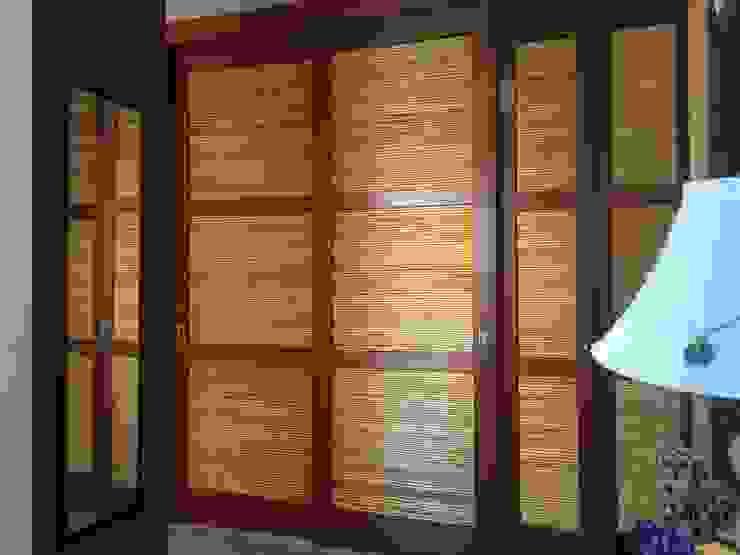 Cloet de madera y bambu Walk in closets de estilo rústico de homify Rústico Bambú Verde