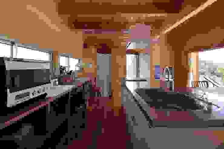 Minimalist kitchen by TENK Minimalist