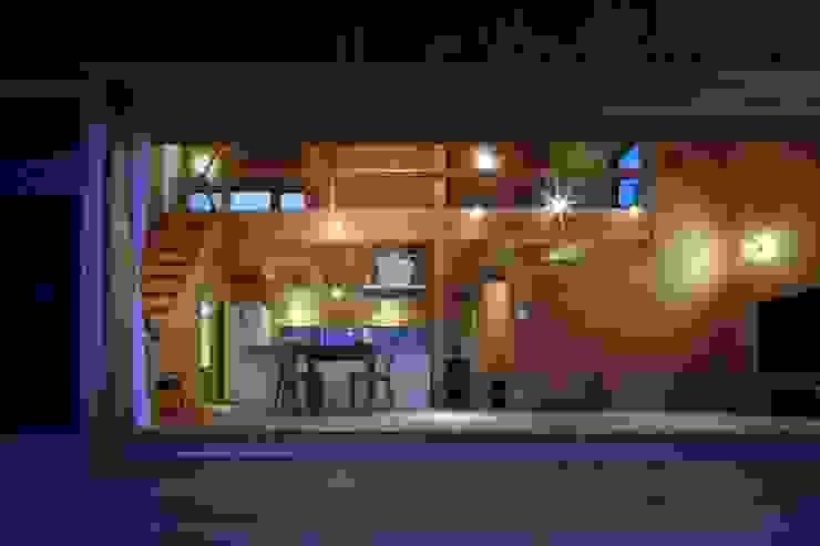 Minimalist living room by TENK Minimalist