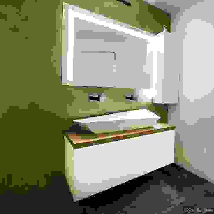 Ristrutturazione e nuovo bagno con lavabo Sfacciato e resine oro Bagno moderno di Mangodesign Moderno