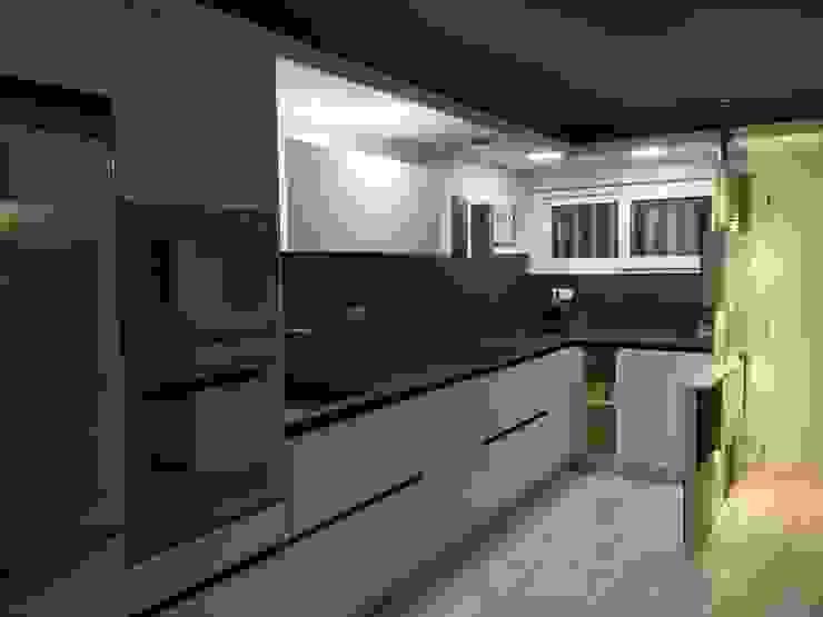 Modern kitchen by Sebastián Bayona Bayeltecnics Design Modern