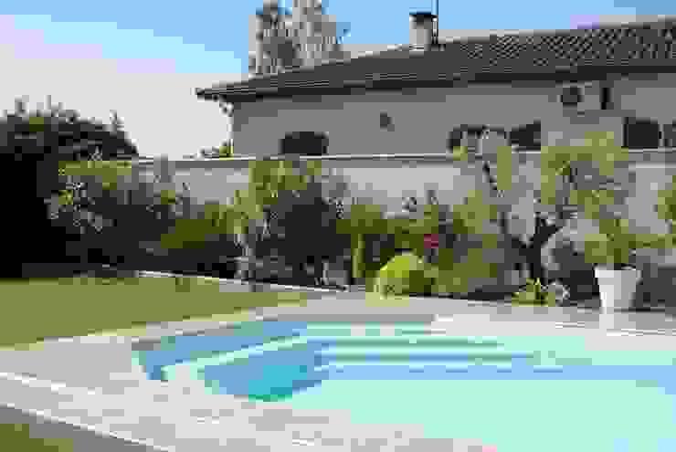 Mediterraner Garten von LES PAYSAGES URBAINS Mediterran