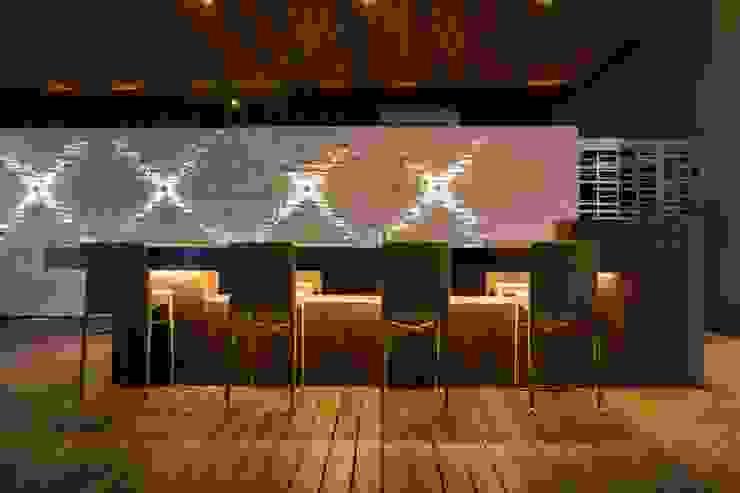 Amenidades Punto Central Fase 2 Balcones y terrazas modernos de Línea Vertical Moderno