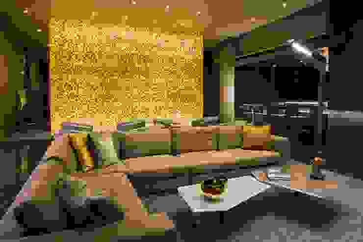 Amenidades Punto Central Fase 2 Salas multimedia modernas de Línea Vertical Moderno