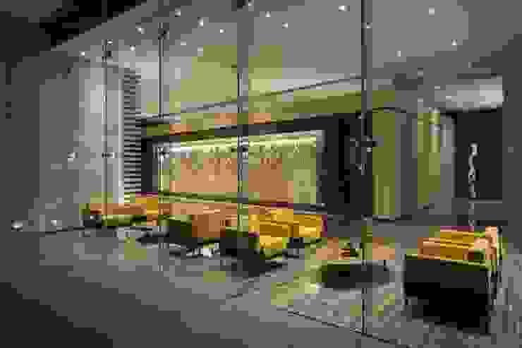 Amenidades Punto Central Fase 2 Puertas y ventanas modernas de Línea Vertical Moderno