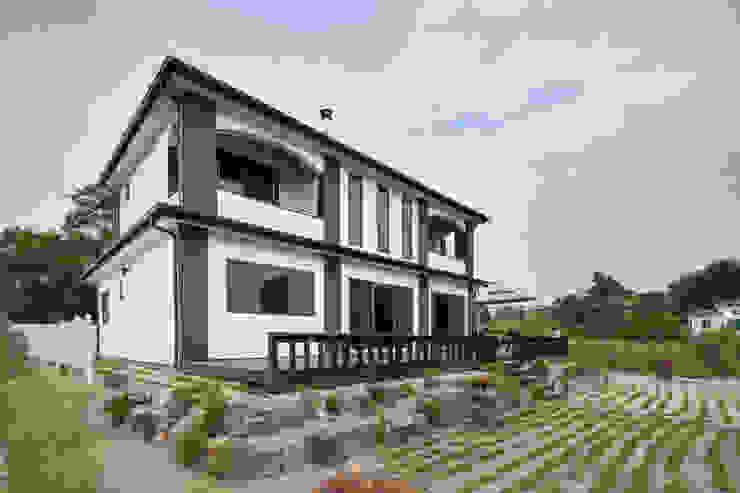 윤성하우징 Jardines de estilo moderno Gris