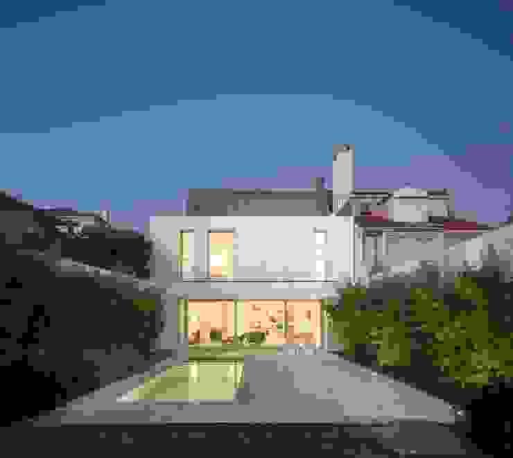 Moradia Unifamiliar na Parede. Parede 11. Humberto Conde R. Arquitectura Lda Casas minimalistas