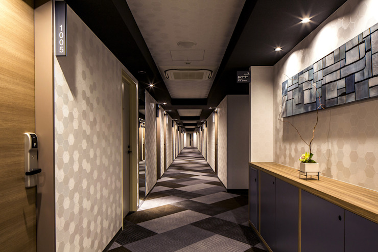 Hotel moderni di 株式会社DESIGN STUDIO CROW Moderno