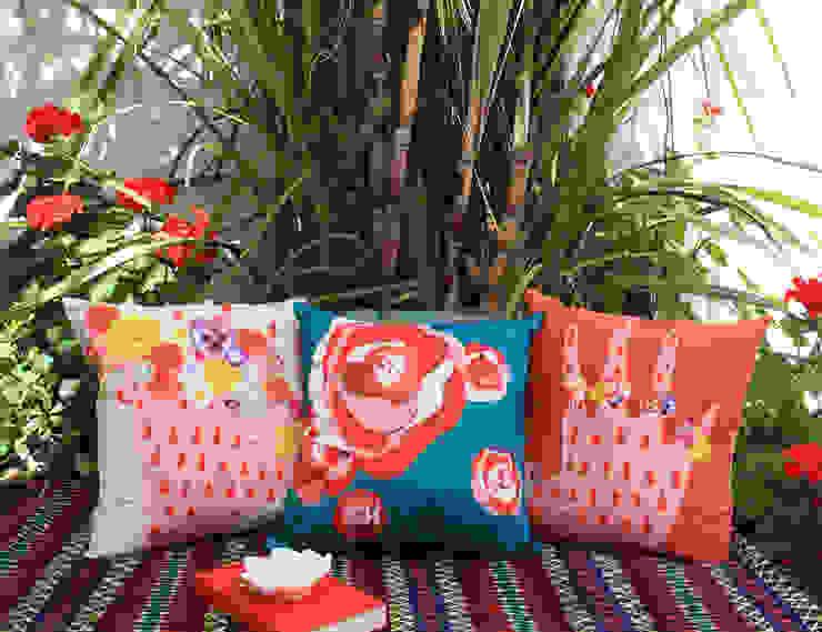 Almofadas Flora por My Friend Paco Moderno Algodão Vermelho