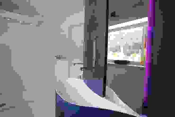 Nowoczesna łazienka od Mangodesign Nowoczesny