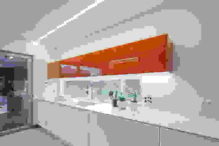 Laranja mecânica Cozinhas minimalistas por FABRI Minimalista