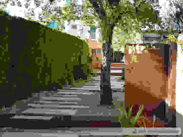 Jardín en patio en Olesa Taller de Paisatge Jardines de estilo moderno