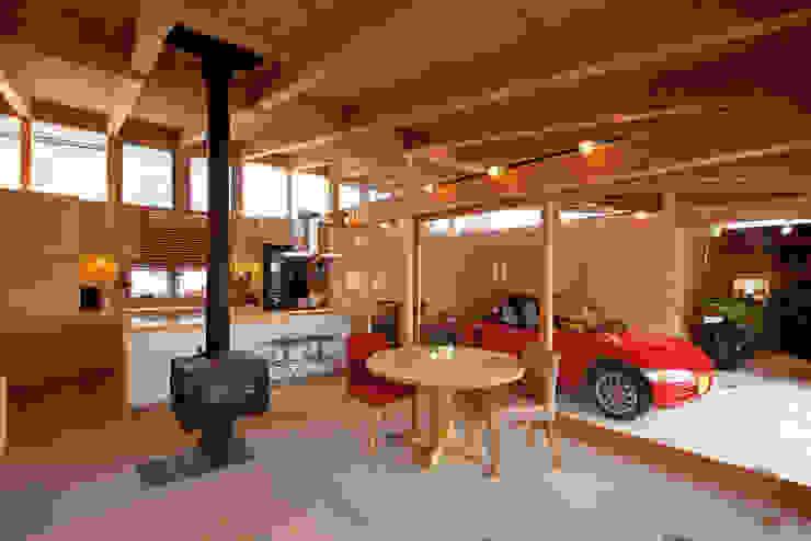Salas / recibidores de estilo  por KAZ建築研究室, Ecléctico Madera Acabado en madera