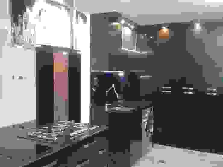 AREA LAVANDERIA INTEGRADA A LA COCINA Cocinas de estilo minimalista de CelyGarciArquitectos c.a. Minimalista Madera Acabado en madera