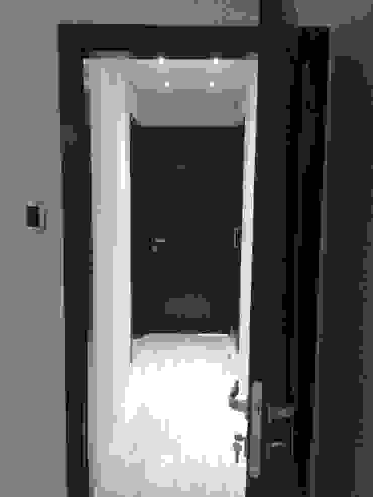 Minimalist corridor, hallway & stairs by CelyGarciArquitectos Minimalist Wood Wood effect