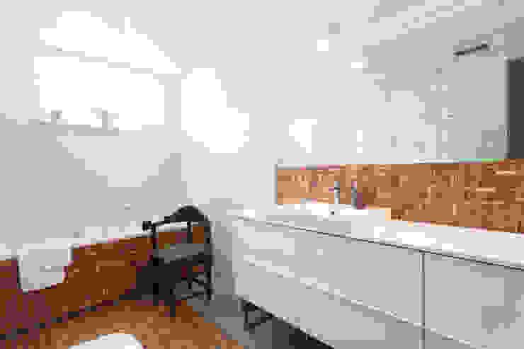 Modern bathroom by Kraupe Studio Modern