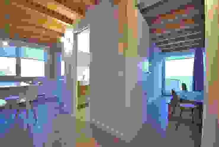Pasillos, vestíbulos y escaleras mediterráneos de Viviana Pitrolo architetto Mediterráneo