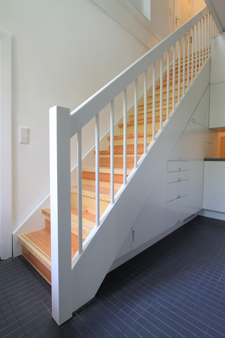 stairs brandt+simon architekten Modern corridor, hallway & stairs White