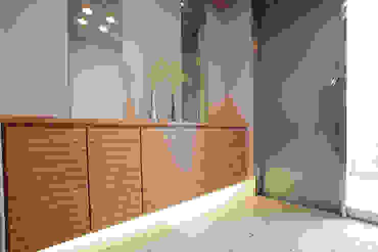 Moderner Flur, Diele & Treppenhaus von Franka Modern