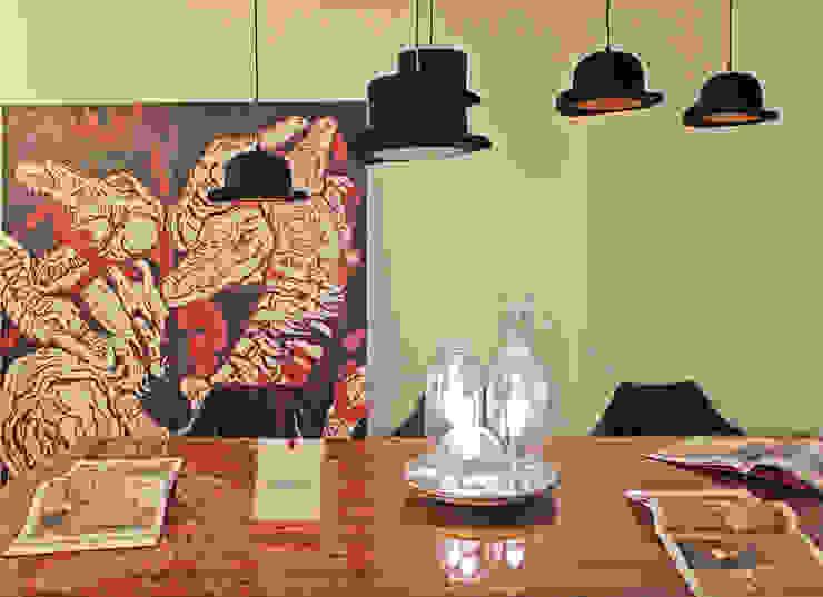 Novidades que enchem a sala de jantar por Entre Led e Design Moderno Madeira Acabamento em madeira