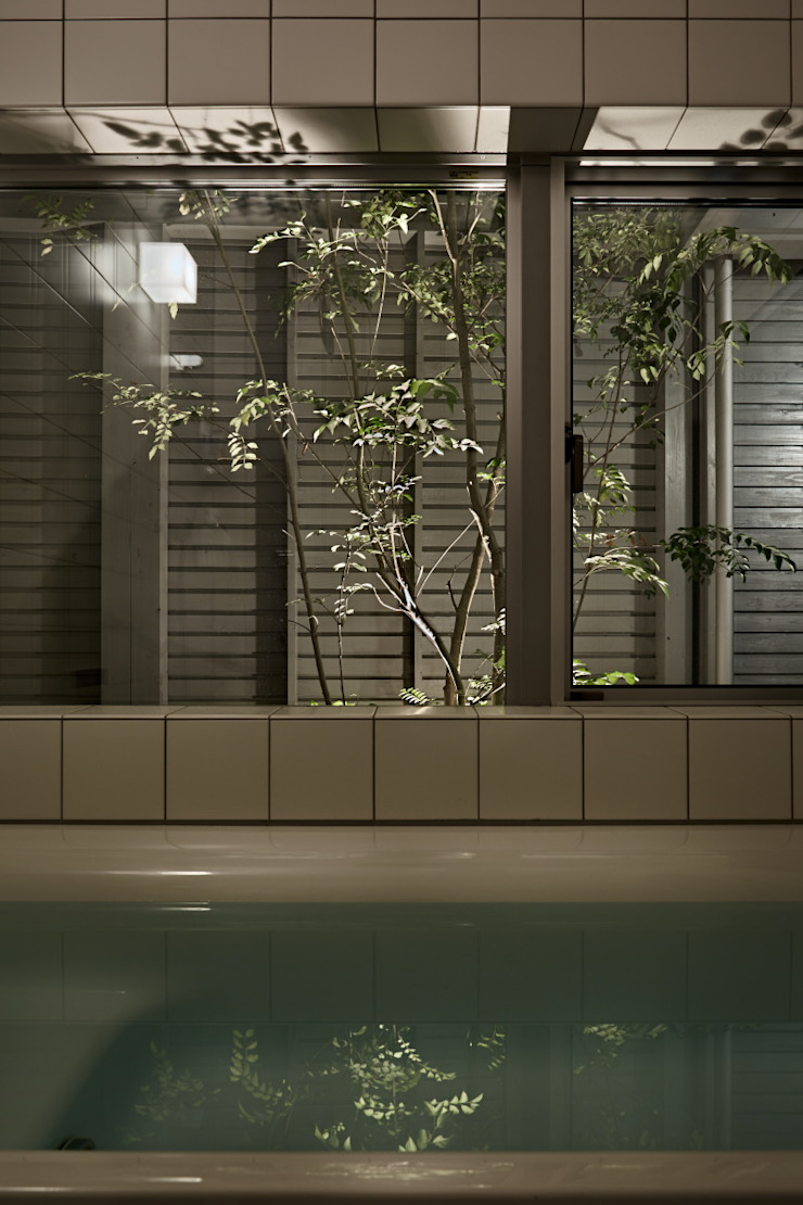 toki Architect design office Salle de bain moderne Tuiles Blanc