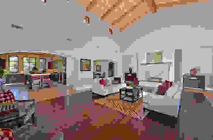Livings de estilo  por Home Staging by Metamorphysis