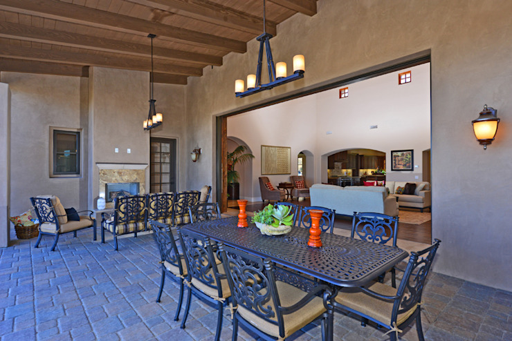 Terrazas de estilo  por Home Staging by Metamorphysis