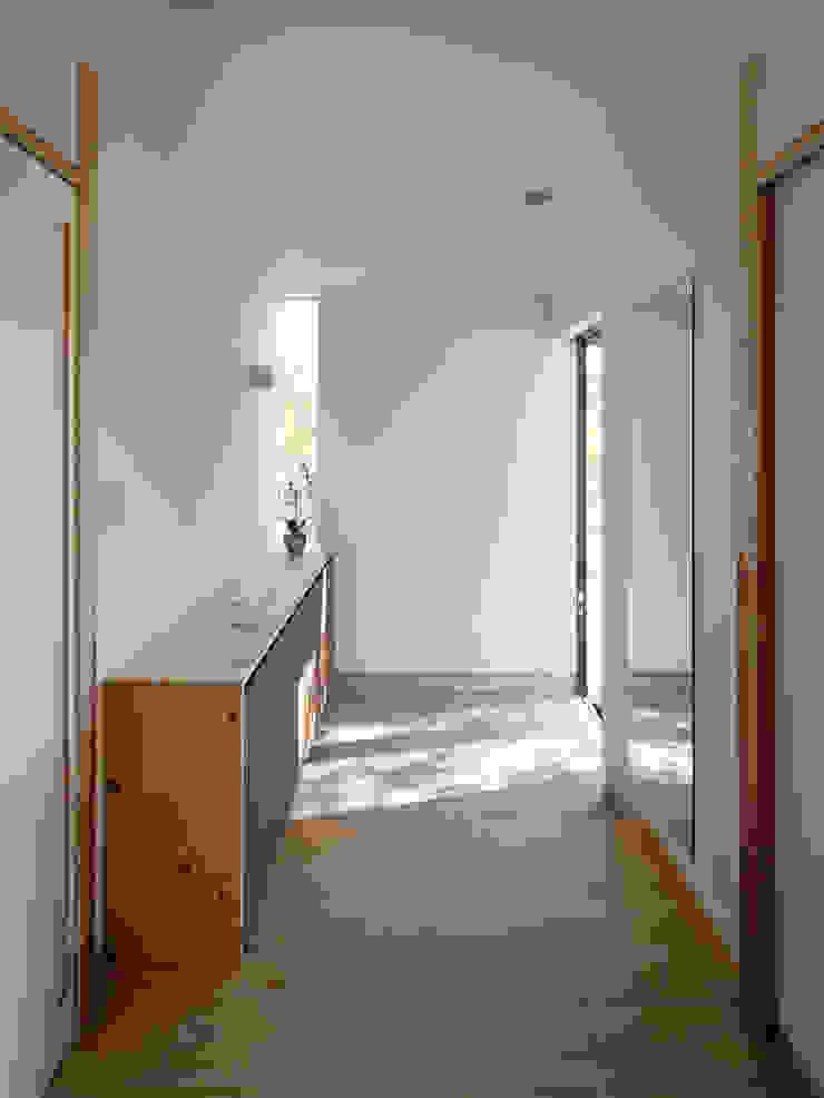 生駒の家-float terrace- モダンスタイルの 玄関&廊下&階段 の 祐建築設計事務所 モダン