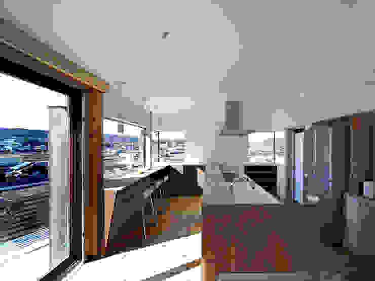 生駒の家-float terrace- モダンな キッチン の 祐建築設計事務所 モダン
