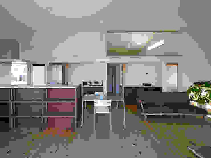 生駒の家-float terrace- モダンデザインの リビング の 祐建築設計事務所 モダン