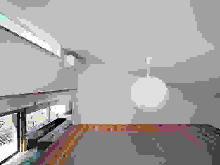 生駒の家-float terrace- モダンデザインの 多目的室 の 祐建築設計事務所 モダン