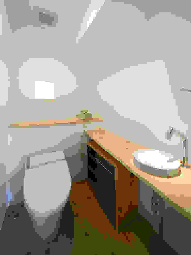 生駒の家-float terrace- モダンスタイルの お風呂 の 祐建築設計事務所 モダン