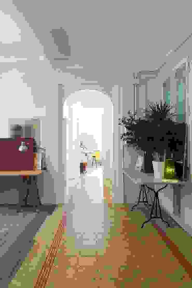 manrique planas arquitectes Pasillos, vestíbulos y escaleras de estilo mediterráneo