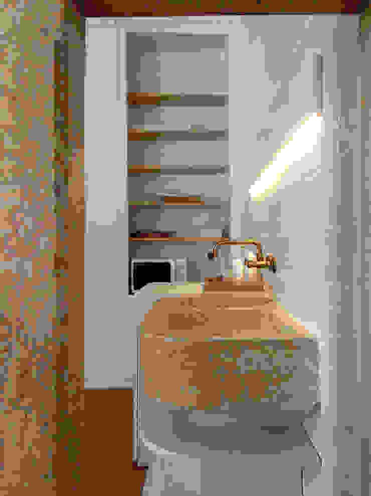 Reabilitação Edifício Rua Comandante João Belo, Leiria Casas de banho modernas por mube arquitectura Moderno