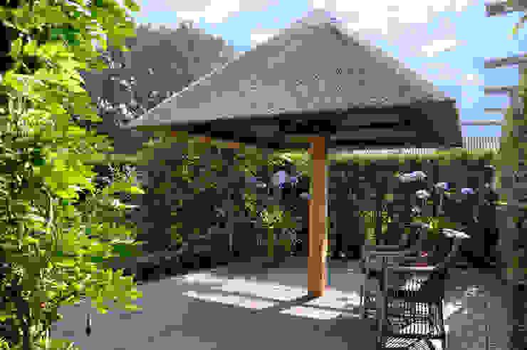 Rietgedekte parasol model Excellent van Parasolux Landelijk
