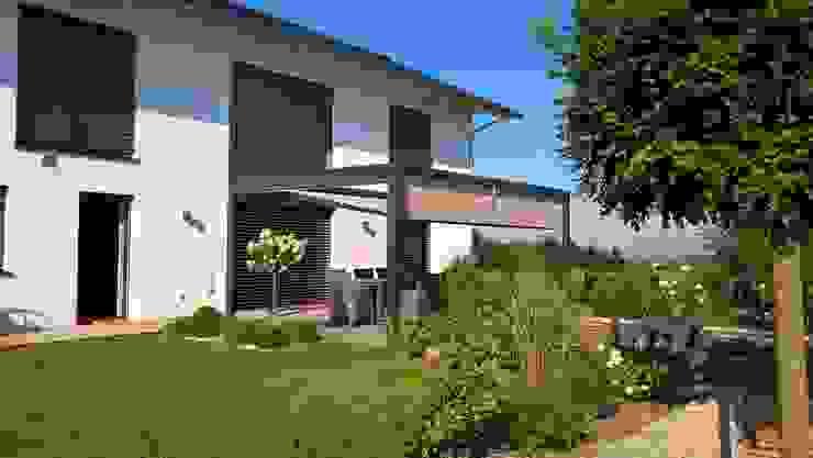 Jardines de estilo moderno de Textile Sonnenschutz- Technik Moderno