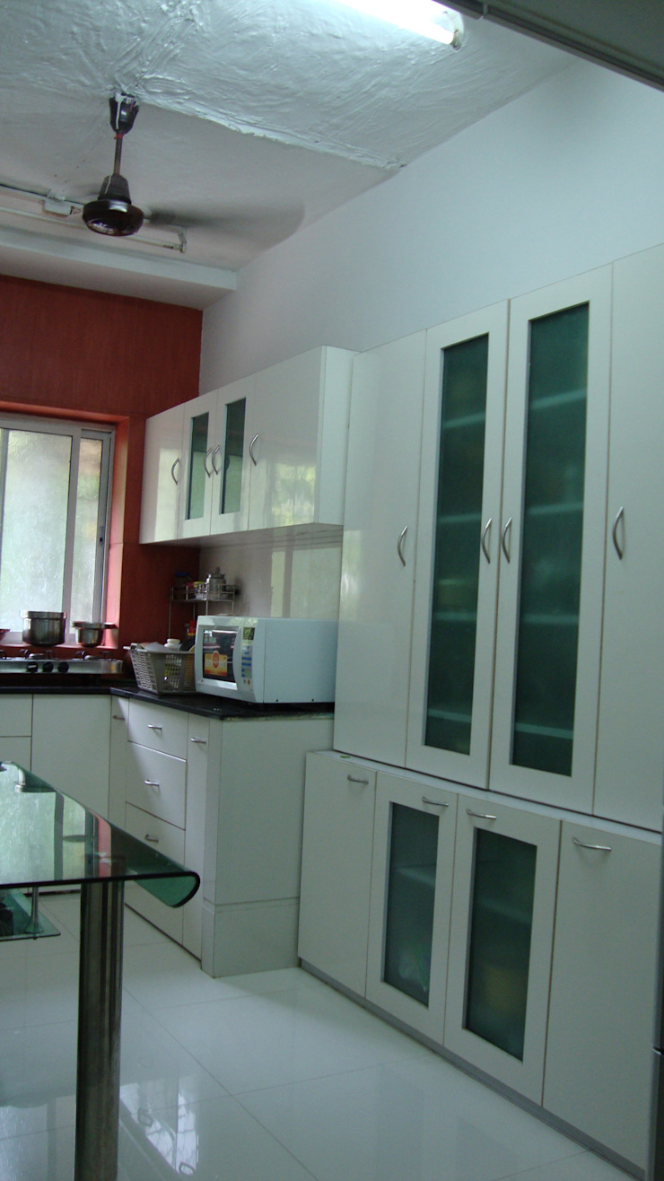 Fusion Theme Residence Eclectic style kitchen by Takeaway Interiors Eclectic